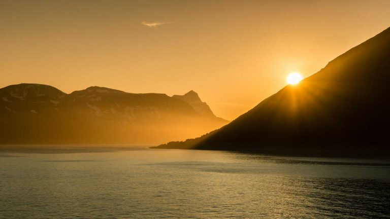Hurtigruten; Charming voyage to the Midnight Sun