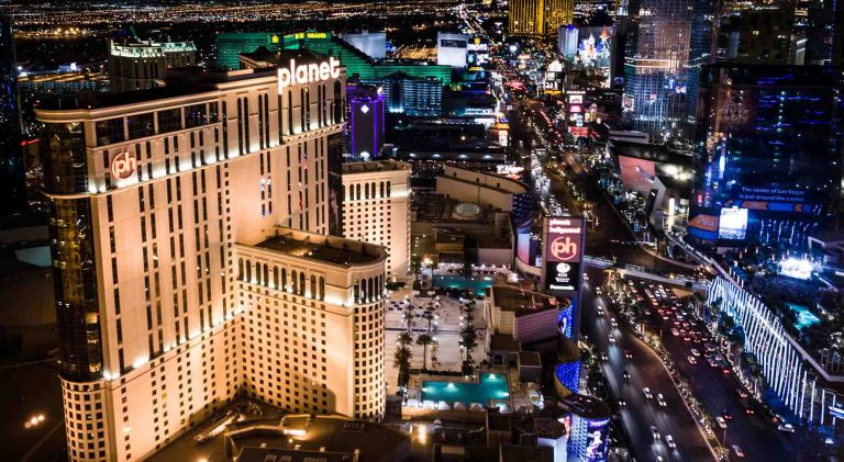 Life in Las Vegas – hedonistic wonder and desert for culture