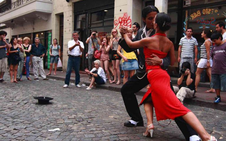 Argentina Contrast; Devil's Throat and street Tango
