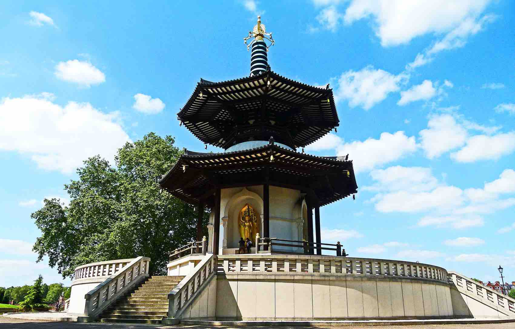 Battersea Park: Pagoda is a Buddhist stupa; a monument to inspire peace