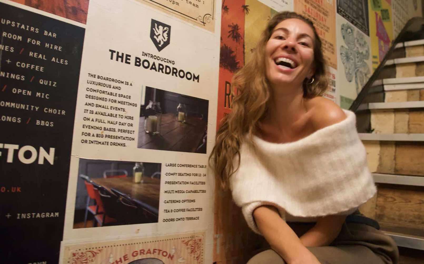 Witty girl; Sara is a Stand-up comedian in London´s clubs and pubs