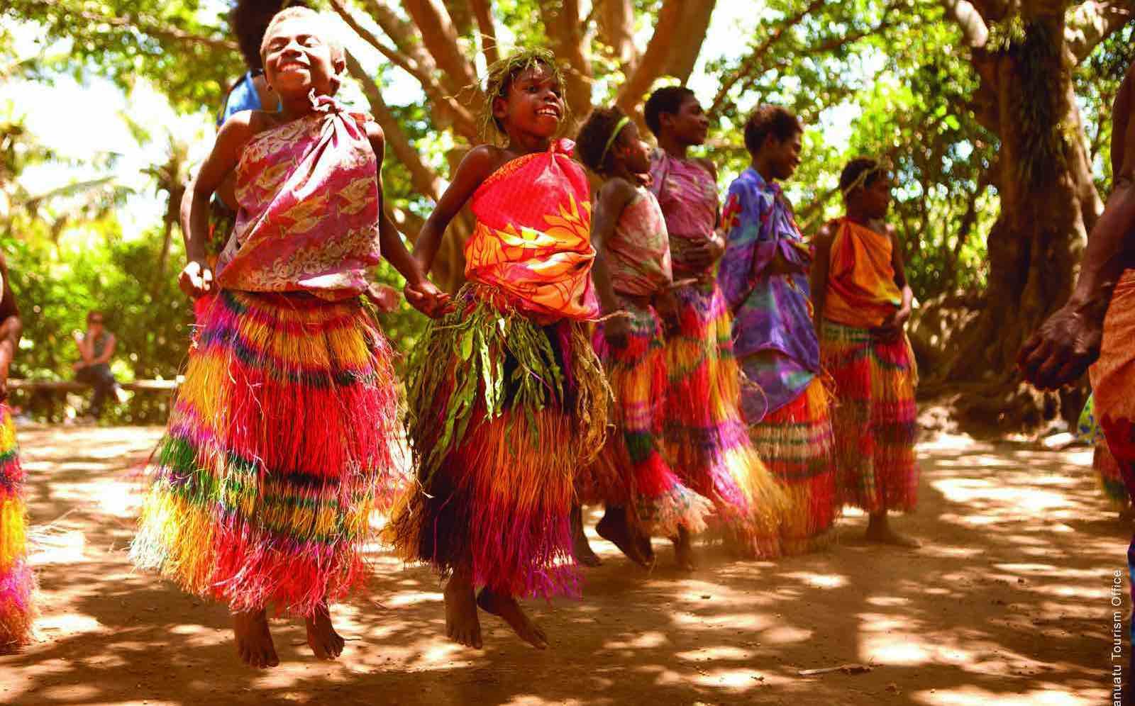 Local dancers at Tanna Venatu