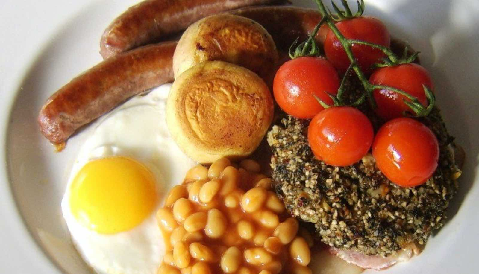 Breakfast Wales: Laverbread served with full Welsh breakfast