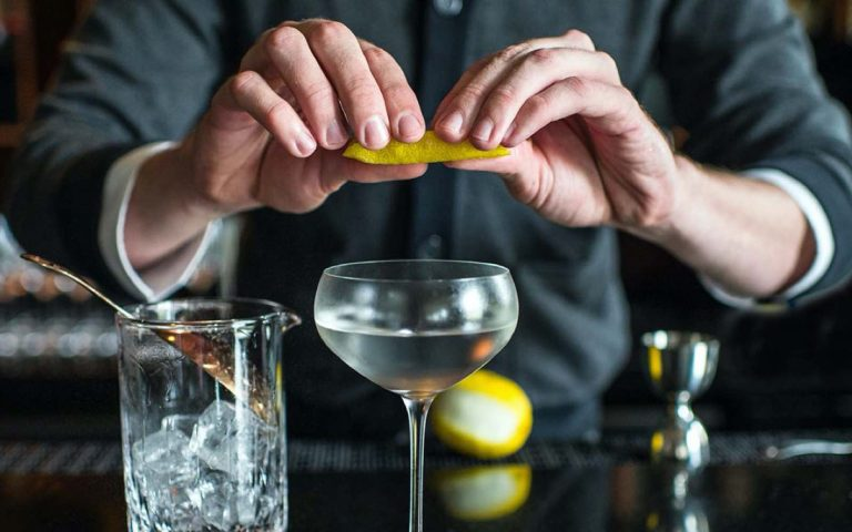 Correct Dry Martini Cocktail – Shaken or Stirred?