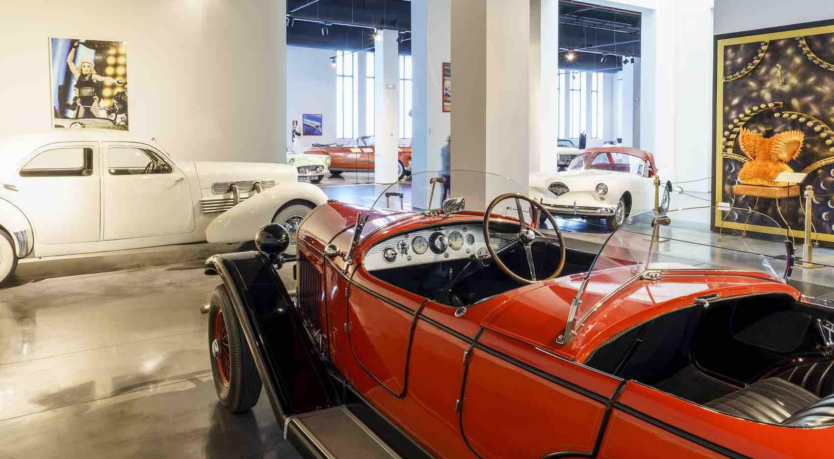 The show goes on in the car and fashion museum: Museo Automovilístico de Málaga, Address: Av de Sor Teresa Prat, 15