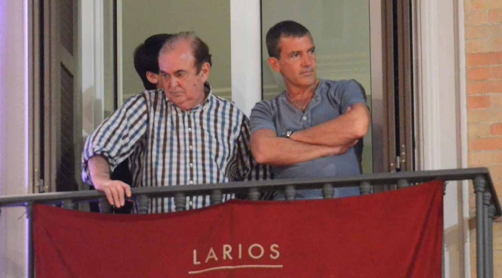 Home: Every easter Antonio Banderas enjoy Semana Santa in Malaga - and with a perfect view in Calle Larios