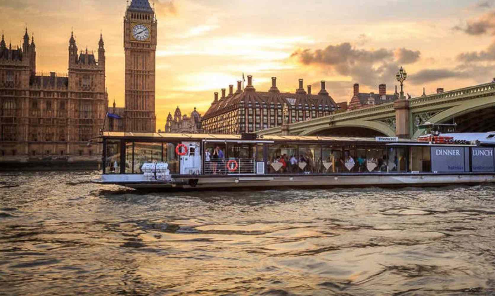 Big Ben, the parliament and boat trip on the river Thames