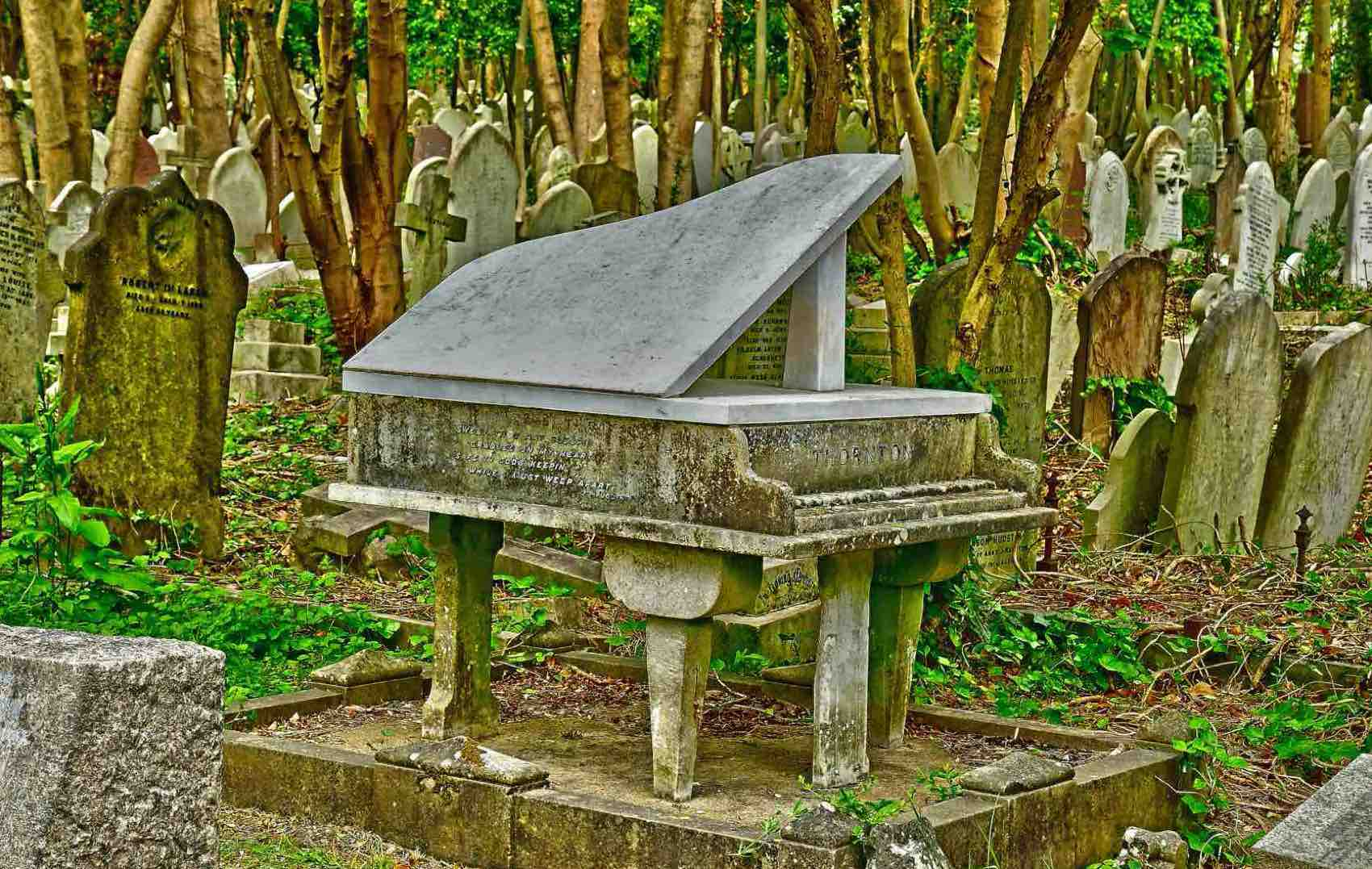 Last tango: He must have been a musician. This one at Highgate Cemetery