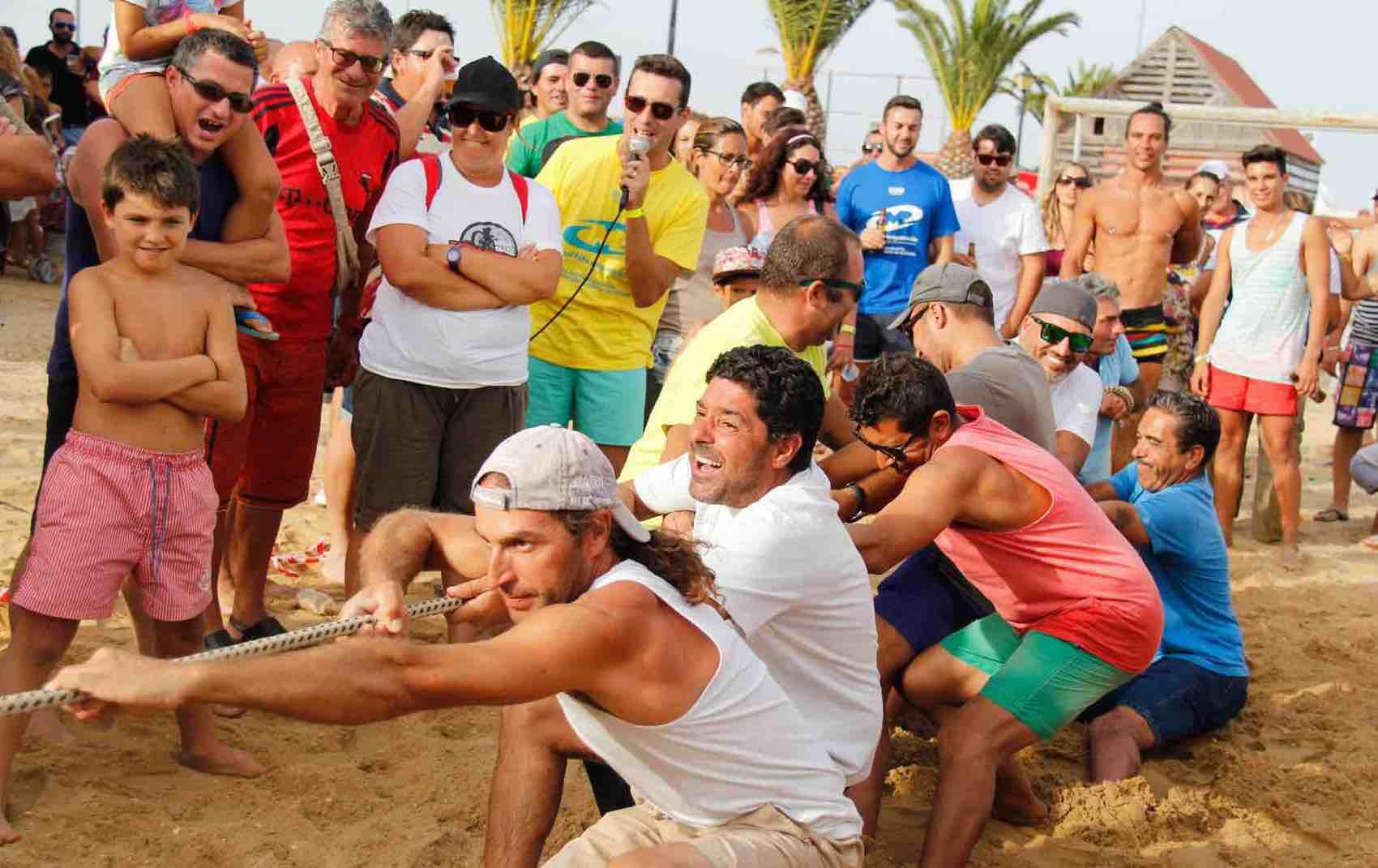Happy people: it´s always a festival going on in Algarve.