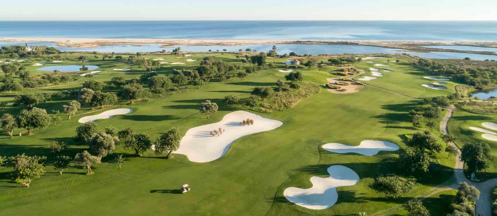Quinta Ria golf course located next the sea